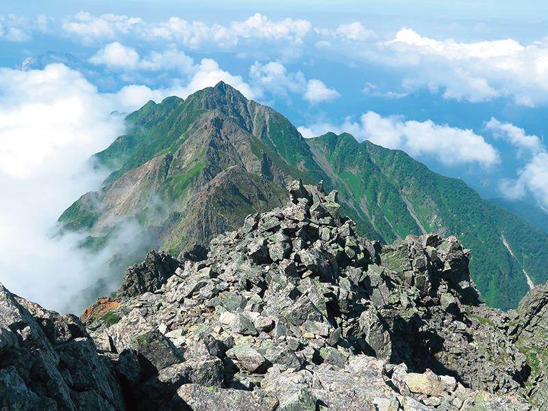 西穂高岳に続く尾根