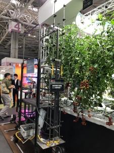 リモコンで遠隔操作が可能!農薬散布も自動で行うことができます