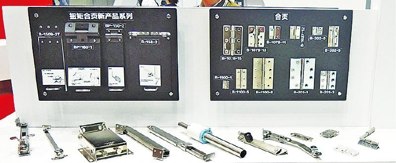 タキゲンは取手A-1042や蝶番B-1078、キャッチクリップC-1007などを展示。
